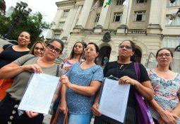 Grupo de professores esteve na Prefeitura de Santos para tentar prorrogar prazo (Matheus Tagé/ AT)