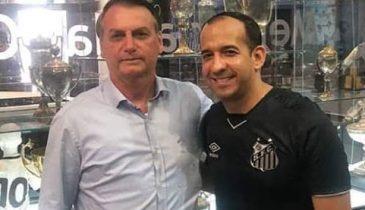 Foto do Paulo Alexandre abraçado com Bolsonaro