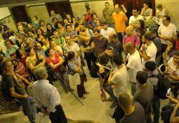 Servidores mobilizados em ato contra o corte no Adicional de Titularidade