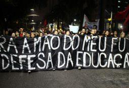 Foto do ato em defesa da Educação no dia 13/08.