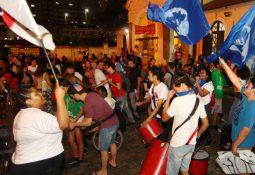 Ato reuniu centenas de pessoas em frente à Estação da Cidadania (Irandy Ribas/ AT)
