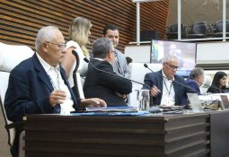 Câmara de Santos aprovou o reajuste salarial dos servidores públicos, nesta segunda-feira (11) — Foto: Divulgação/Câmara de Santos
