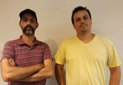 Alexandre Manetti e Emanoel Julio Lima, diretores do Sindserv, se manifestam contra o estudo — Foto: G1 Santos